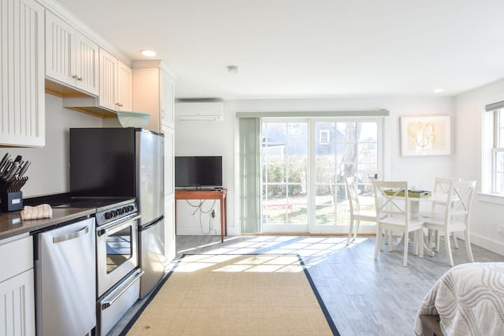 #134: Newly Renovated East End w/ Beach Access, Roof Deck w/ Water Views!