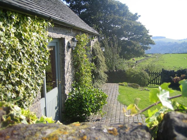 Beechenhill Cottage Self Catering - Ashbourne - Hus