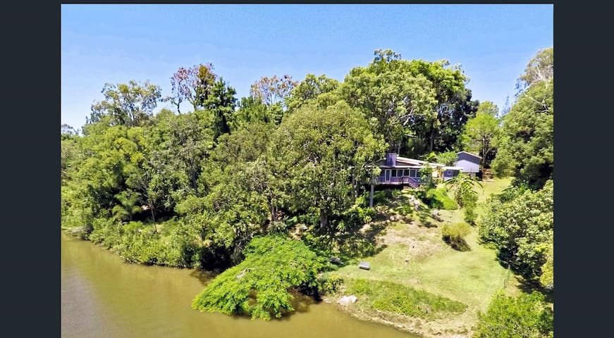 Private riverfront house amongst the trees - Lawnton - Rumah