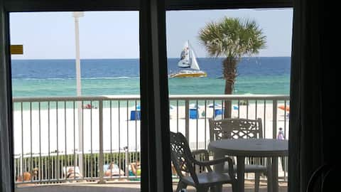 Tradewinds 102 - Cozy Beachfront w/ Spacious Balcony!