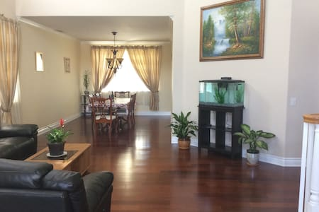 Ontario Comfortable Private Room 安大略别墅雅房 - Ontario - Rumah