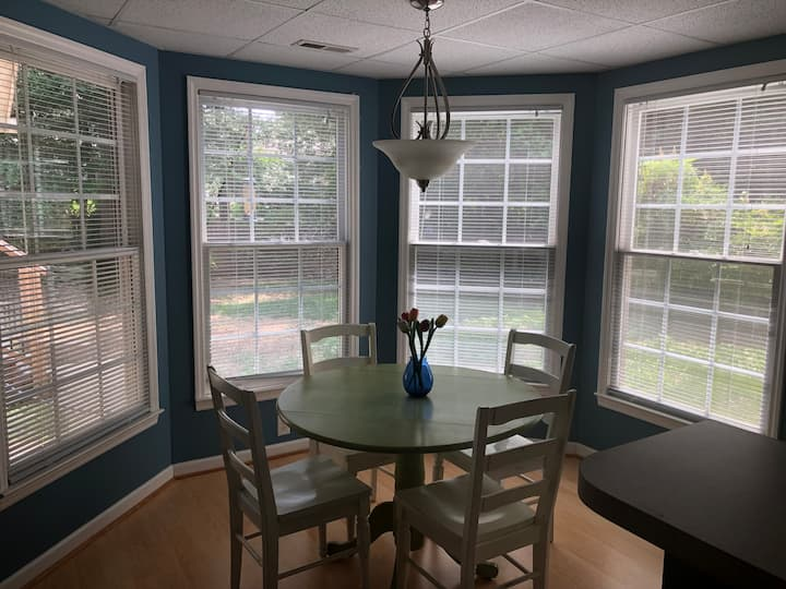 Bright spacious 2 BR, 8 min to UNC Chapel Hill