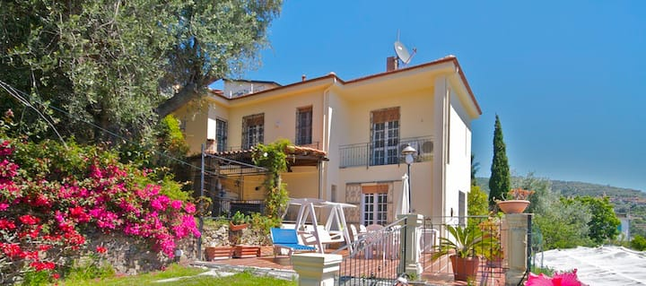 Sea view Villa 5 min from the beach, sleeps 8