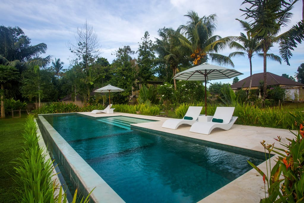 Vista garden 1 bed villa large pool central ubud for Garden pool villa ubud