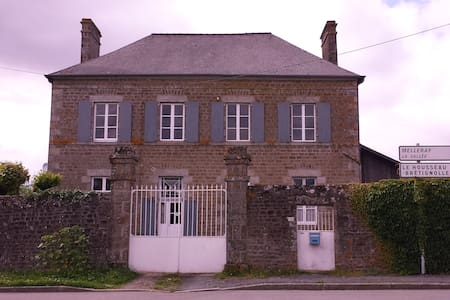 The old school house,set in a rural retreat. - Lassay-les-Châteaux