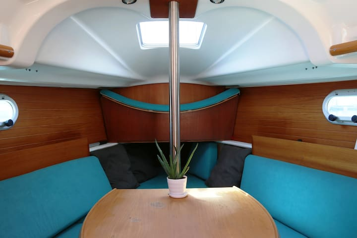 Amazing boat stay in central Lisbon