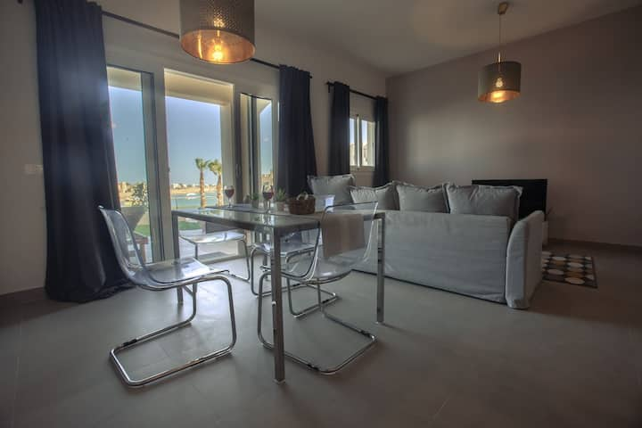 Luxury brand new 2 bedroom apartment in Water Side