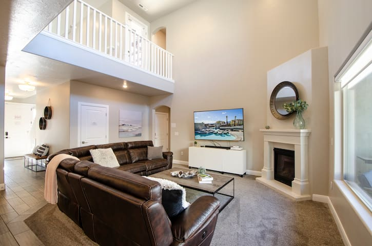 419 ZV | Southern Utah Gem  You have access to a community Pool, Hot Tub