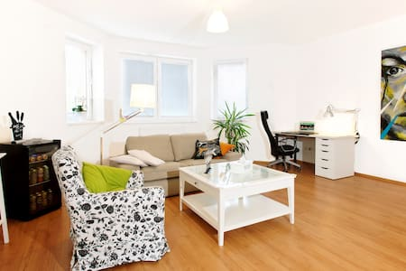 Large apartment for up to 12 people - Slaný 1 - Apartment