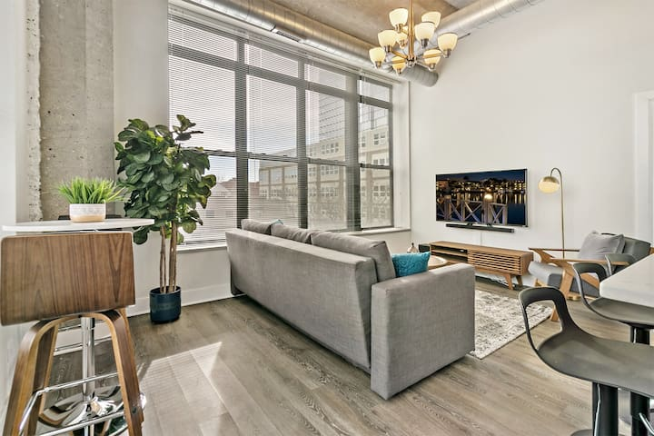Trendy 2BR in Vibrant South Loop | Near McCormick