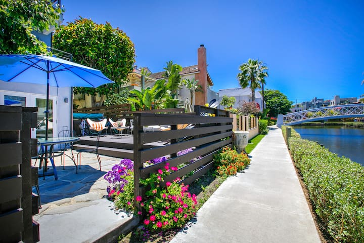 New Listing! Venice Canal-Front - Pool, Near Beach