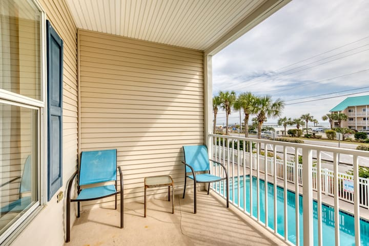 2nd Floor Airy, coastal condo, Steps to the gulf, Quick drive to entertainment