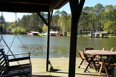 Lazydays Getaway - sleeps 8-10, lakefront - Guntersville - Talo