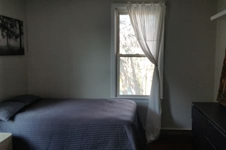 Lovely Room, Cool House plus possible car share - Teaneck