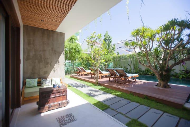 Pool View Deluxe Family Room_Ocean Breeze Villa