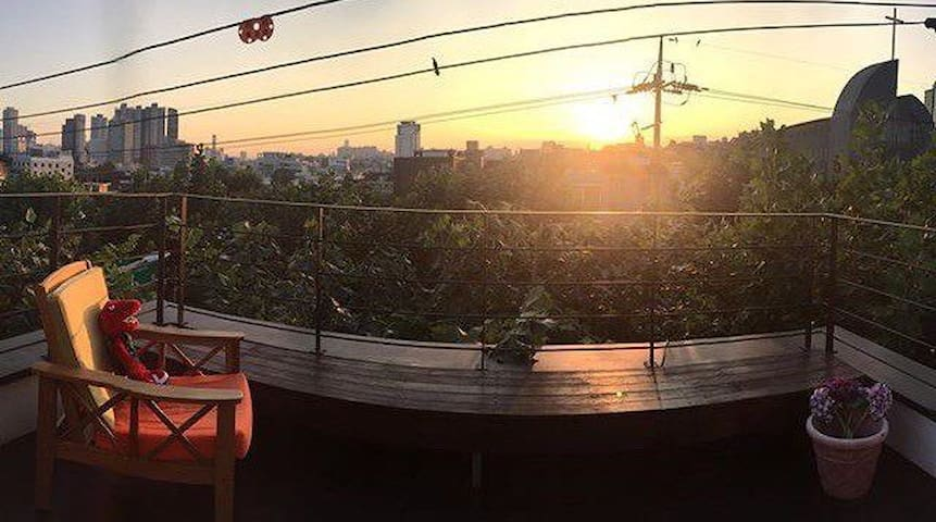 Private Duplex terrace house+free Wifi+ NamSanView