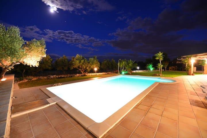 Chalet con piscina en finca privada