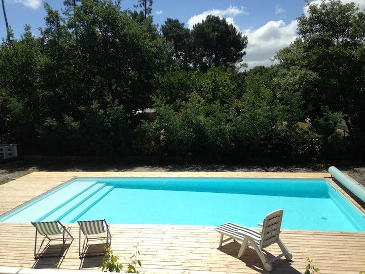 Gite avec piscine  proche du lac de Sanguinet