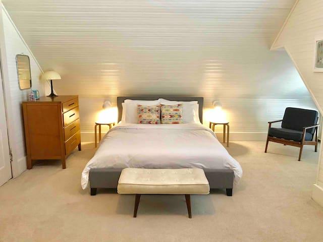 Vintage 2 Bedroom Suite in Historic Cooper-Young