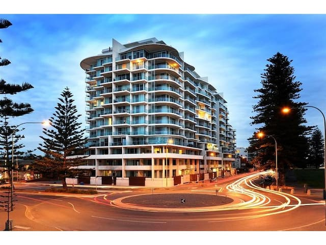 Magnificence at Liberty Towers, Glenelg