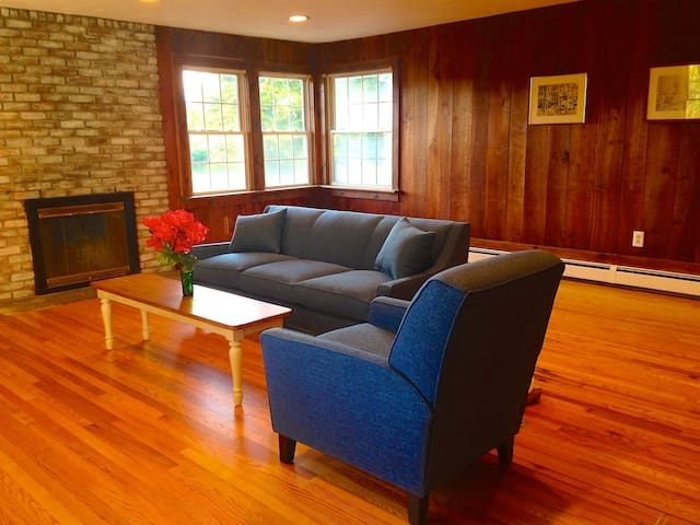 Berkshires Beauty: Charming Country Carriage House
