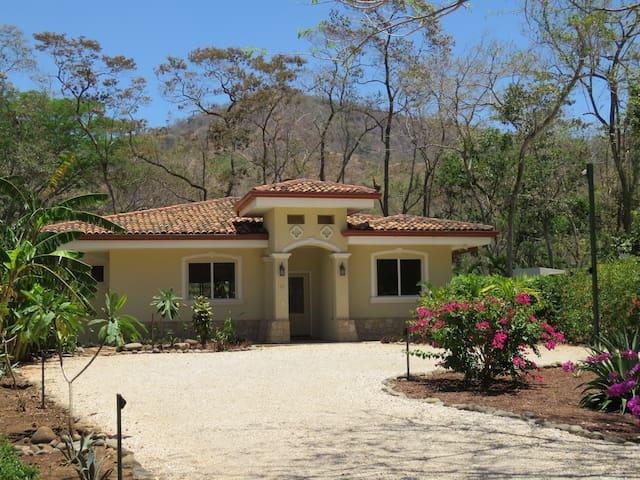 Villa Casa Blanca close to beautiful Playa Conchal