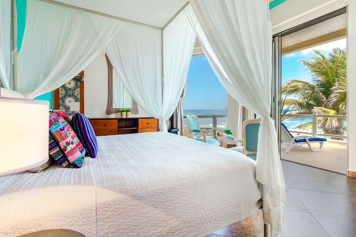 Spectacular Oceanfront Villa, your Mexican dream!