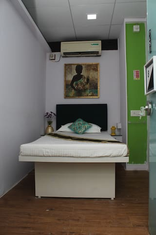 The Villa Juhu Single Bed A/C Room