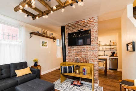 Adorable North Side Carriage House