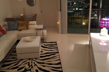 Private and living room/ Downtown