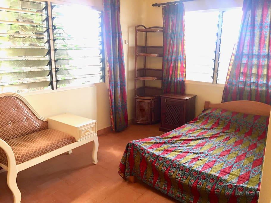 Double room: double bed, chaise-lounge