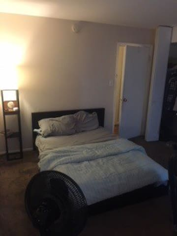 large 2 bedroom in Baltimore