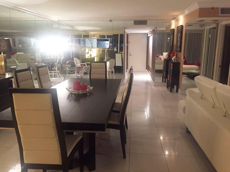 Very big apartment : entrance view - apartamento muy grande : entrada