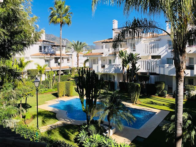 ELEGANT TWO BEDROOMS/PUERTO BANUS, MARBELLA