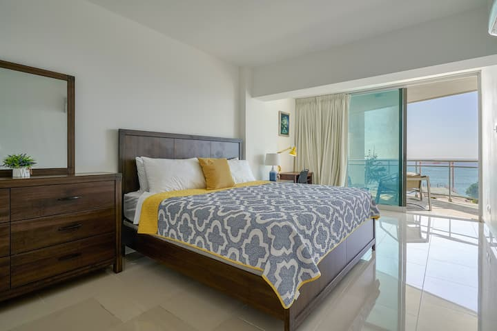 Beautiful Sea Front 2 Bedroom apart Pool, Wifi