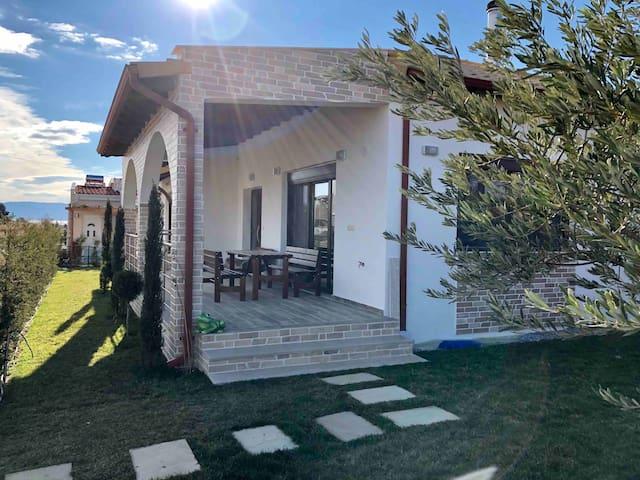 Paralia Ofrinio House and Garden
