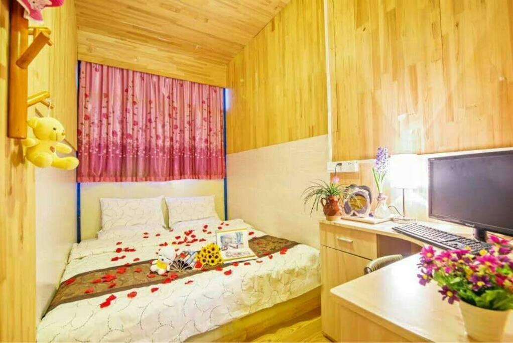 温馨大床房,1.8mx2.0m