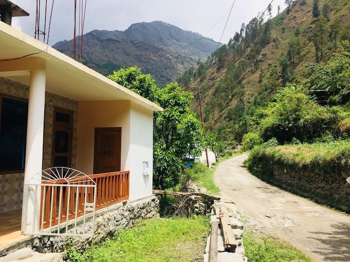 Cosy room in Tirthan valley 4