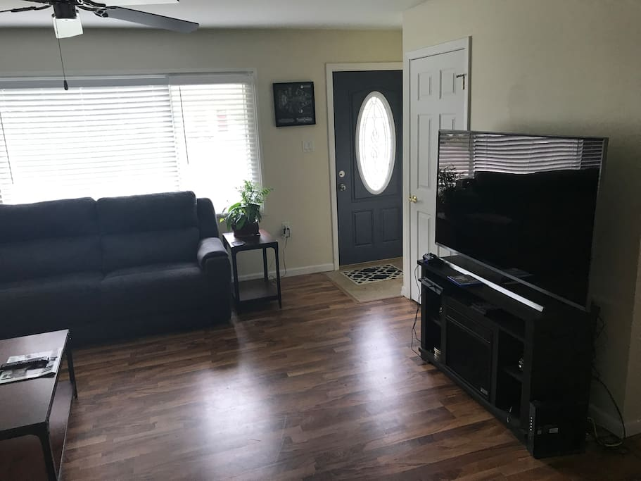 "Living Room has Fireplace, 60"" Samsung 4K  Smart TV, PS4 w/ Hulu, Netflix, HBO Now, Amazon Video, ESPN, NFL Network,YouTube, large sectional with power recliners, closet."