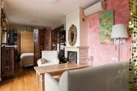 Traditional Style Studio w Garden - Glyfada
