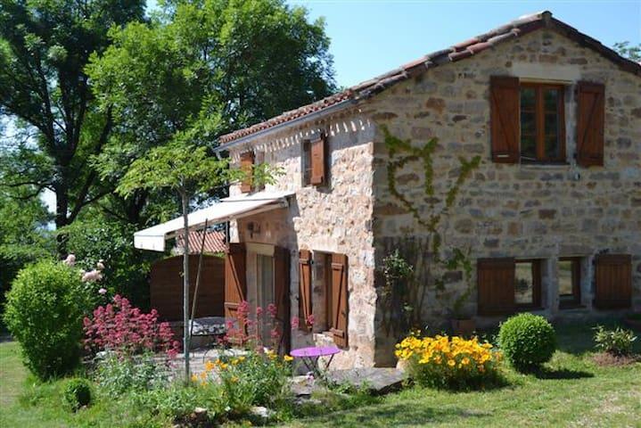 Maison pleine nature au cœur du Tarn, piscine - Penne - Rumah percutian