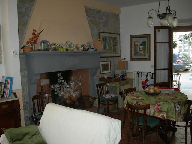 Montepiano, un posto tranquillo - Montepiano - Vacation home