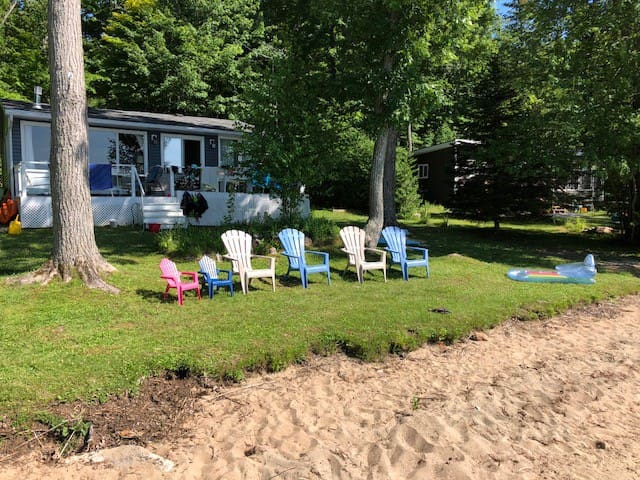 3 Bedroom Shadow Lake Cottage, Great for Families