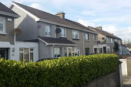 Large ensuite room in friendly home - Limerick