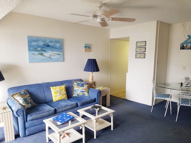 Ocean block, 1 BR, sleeps 5. ( 4 Adults Maximum)