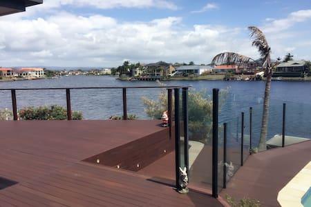 美丽的海边房子,温馨舒适。 - Clear Island Waters - Σπίτι