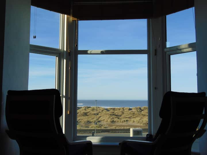 Flat 3 Seafront Apartment - Panoramic Sea Views