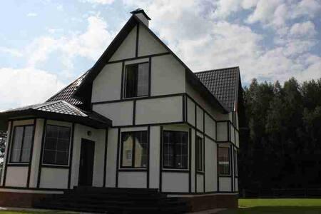 Дом в тихом районе, в 9 км от Зеленограда