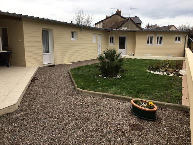 Maison proche de la mer, calme avec terrasse