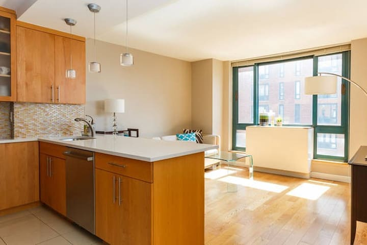 *Chic Oasis in Trendy Union Square*